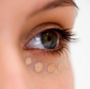 Maquillar ojeras con arruguitas